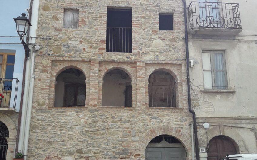 Palazzetto in piccolo borgo storico – Monti della Laga